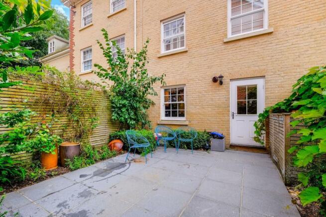 Rear Courtyard Garde
