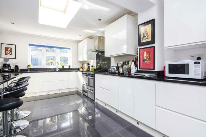 Open plan kitchen/li