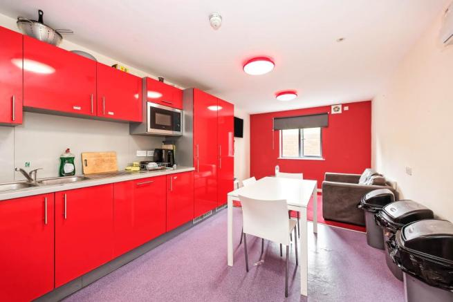 Communal Kitchen/Lou