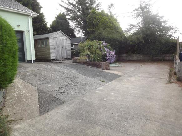 Driveway with ample