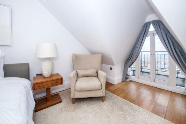 Maste Bedroom Balcon