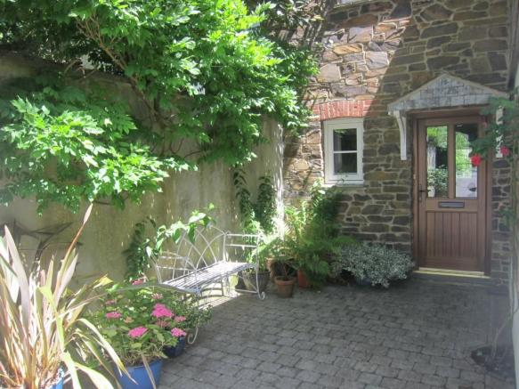 Lower Courtyard Entr