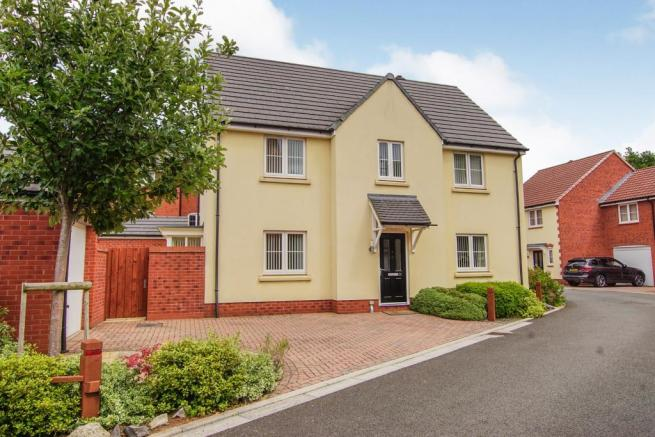 4 bedroom detached house for sale in Hollybrook Mews, Yate ...