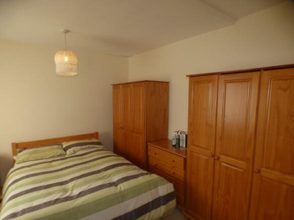 BEDROOM 2 ( FLAT 1)