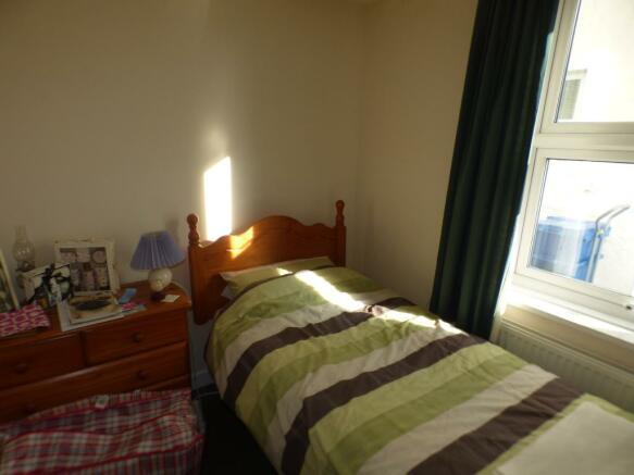 Bedroom 1 ( FLAT 1)