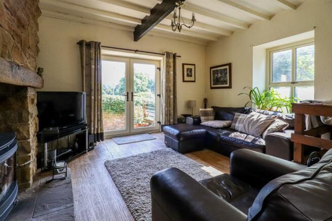 34 School Hill, Newmillerdam living room.jpg