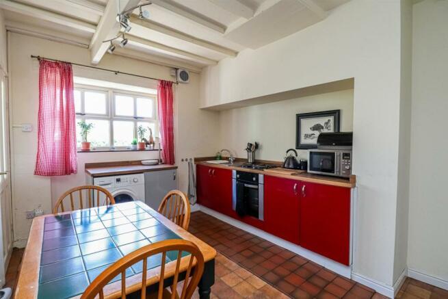 34 School Hill, Newmillerdam kitchen.jpg