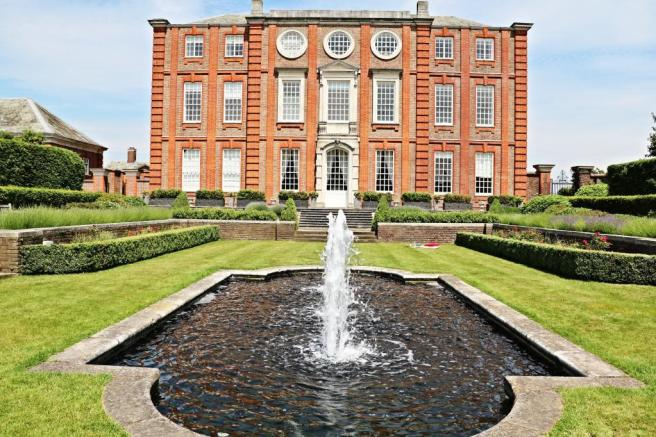 Queen Mary's Place - Roehampton House
