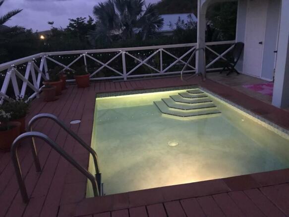 Privhate pool & deck
