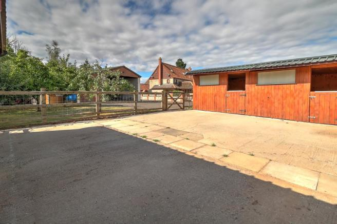 Stables:Yard