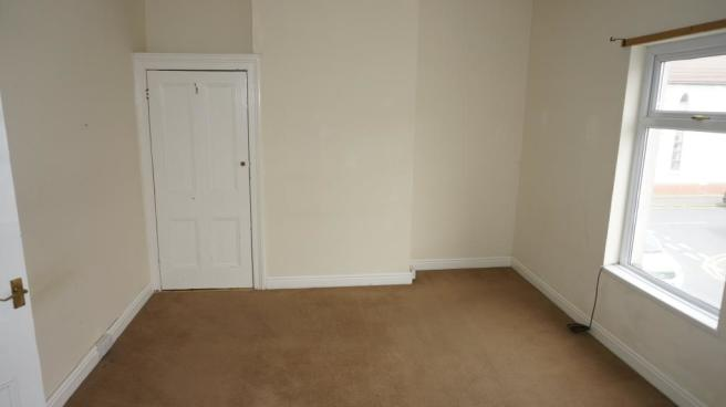 Bedroom 1(side view)