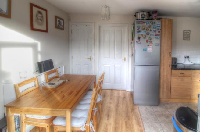 12 Linton Plc Kitchen 3