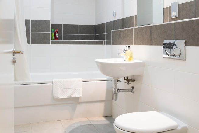 Main_bathroom_02