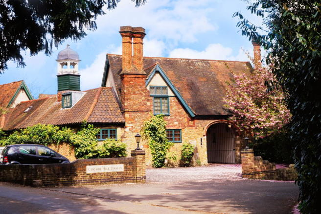 Exterior Coombe Hill Stables