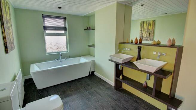 Bathroom (second view)