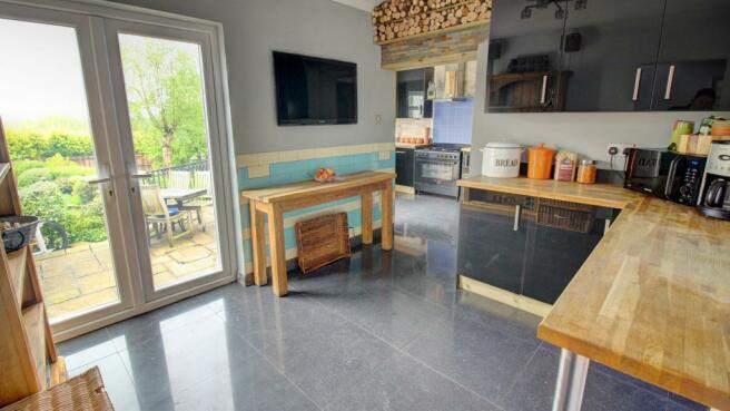 Breakfast Room (toward Kitchen)
