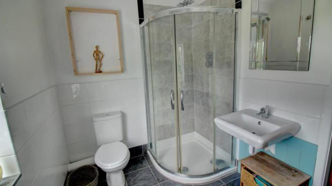 Family Bathroom (Shower Cubicle)