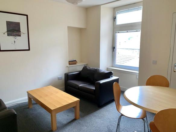 4 bedroom flat to rent in Lochee Road, West End, Dundee ...