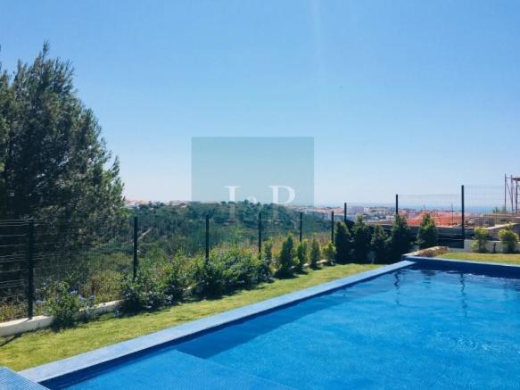 SELF-SUSTAINING 5-BEDROOM VILLA WITH MOUNTAIN AND SEA VIEW IN CASCAIS