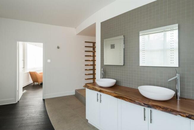 22 RH 2nd Floor Bathroom.jpg
