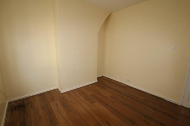 14 Goschen St Master Bedroom (2).JPG