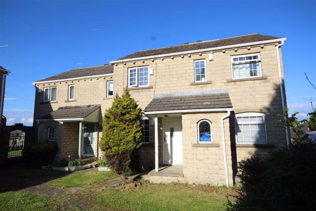 2 bedroom town house  Barraclough Square, Wyke