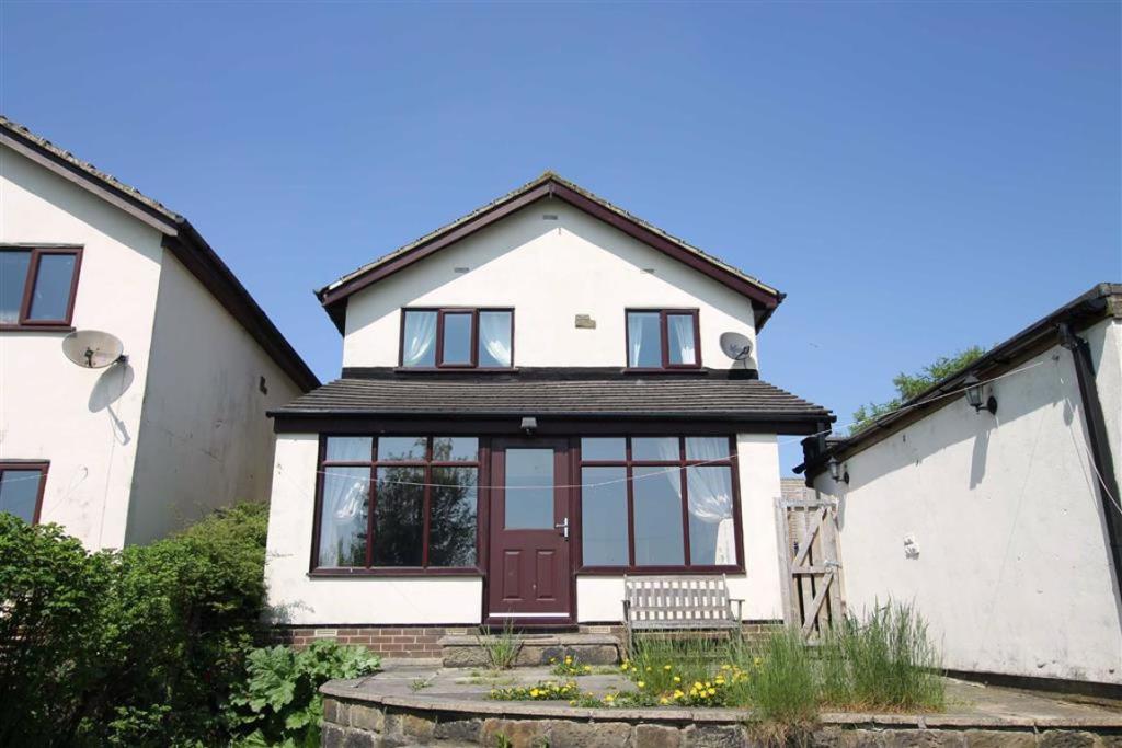4 bedroom detached house  Toftshaw Lane, East Bierley