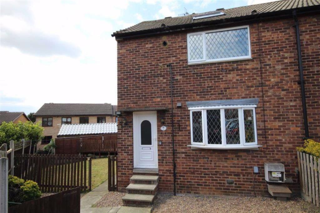 3 bedroom end of terrace house  Highfield Drive, Wakefield