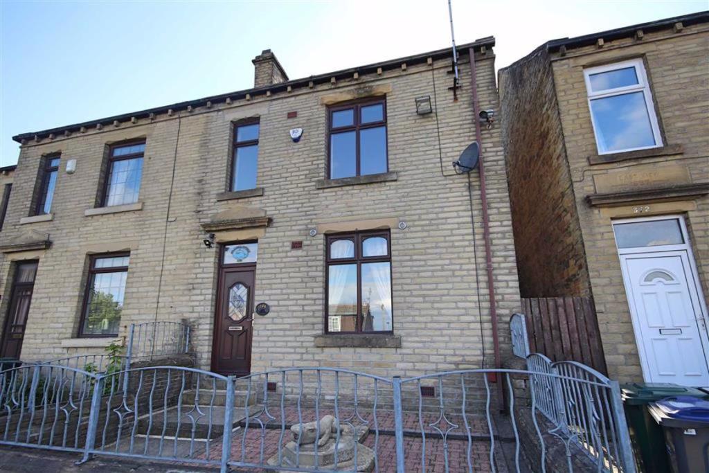 3 bedroom semi-detached house  Huddersfield Road, Wyke