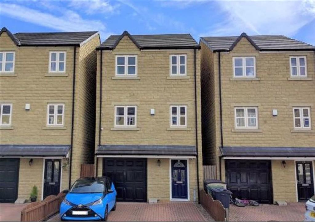 4 bedroom detached house  South Brook Gardens, Mirfield