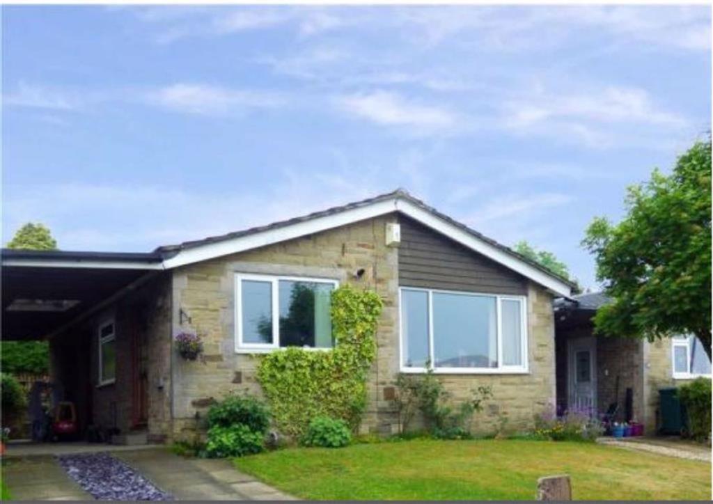 2 bedroom semi-detached bungalow  Deanwood Crescent, Bradford