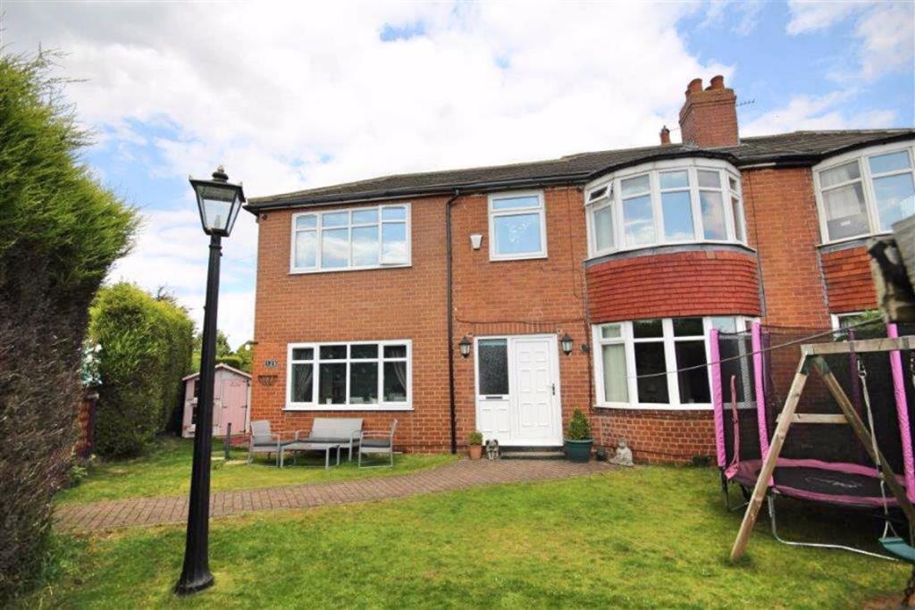 3 bedroom semi-detached house  Cross Lane, Birkenshaw