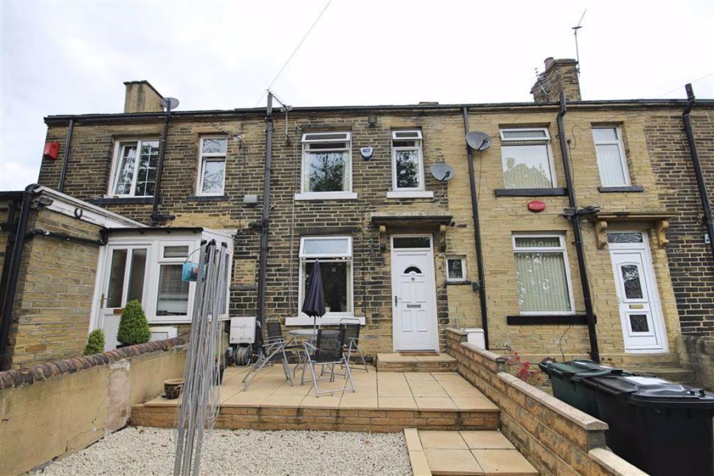 2 bedroom terraced house  Leeds Road, Eccleshill