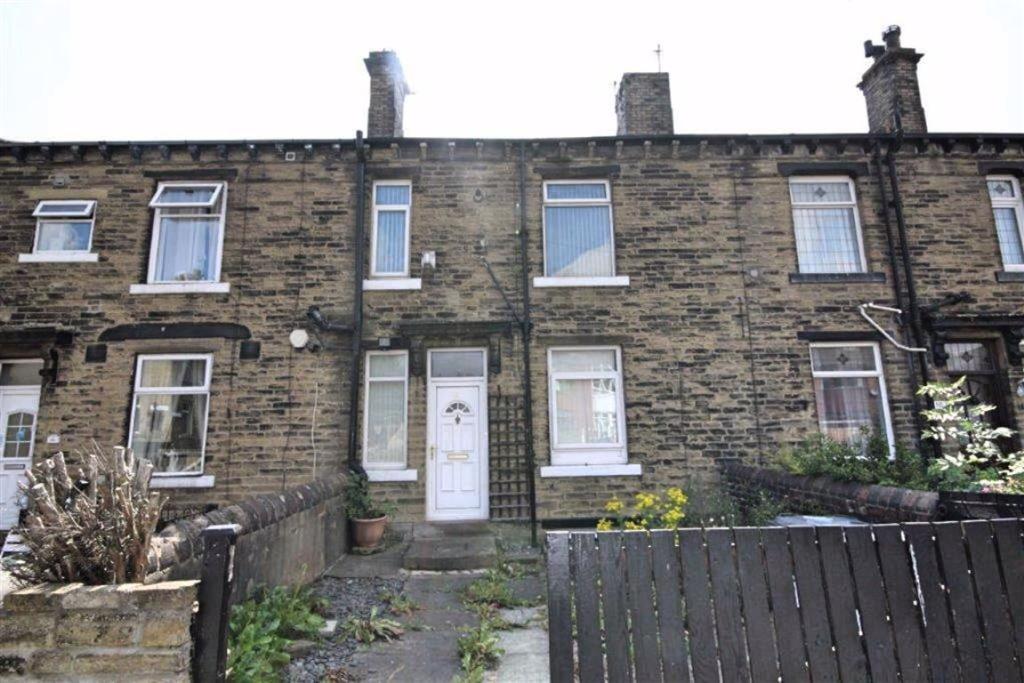 2 bedroom terraced house  Second Street, Low Moor