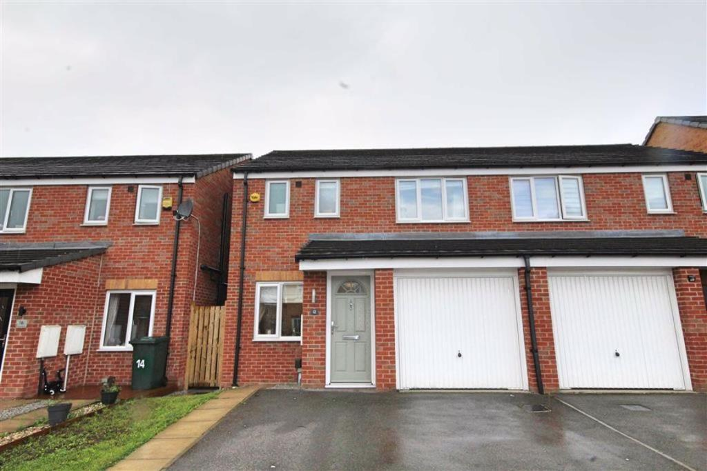 3 bedroom semi-detached house  Pear Tree Close, Wibsey