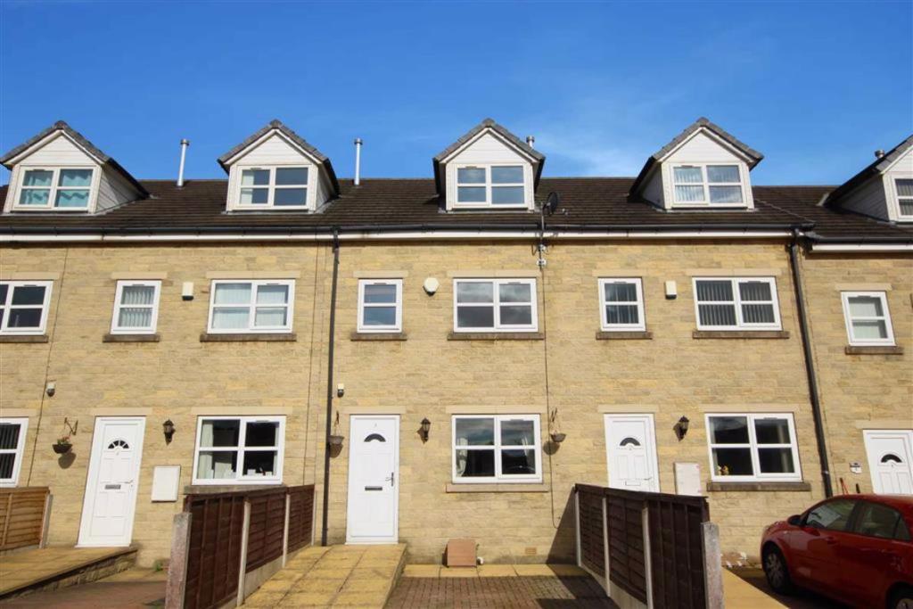 3 bedroom terraced house  Capa Terrace, Bradford