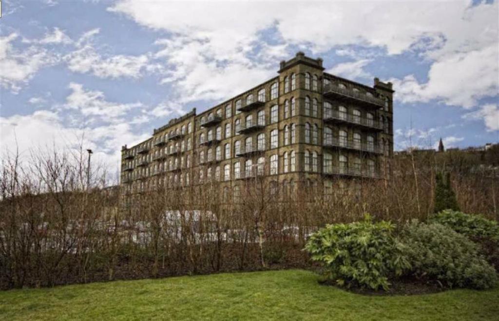 2 bedroom flat  Titanic Mills, Huddersfield