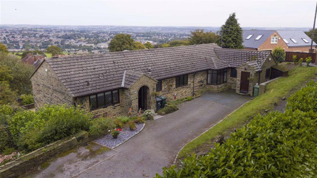 5 bedroom detached house  Jackroyd Lane, Mirfield