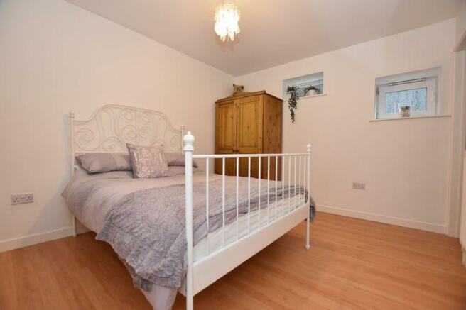 Bedroom 5 (annex)