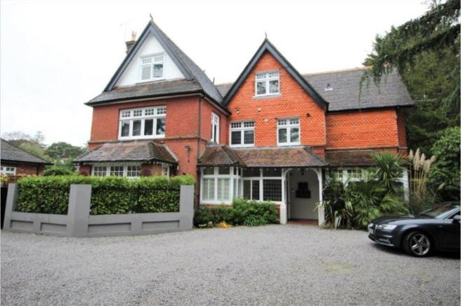Pinewood Road, Branksome Park, BH13 6JS