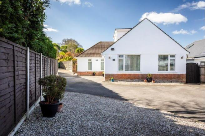 Sandbanks Road, Lilliput, BH14 8EN