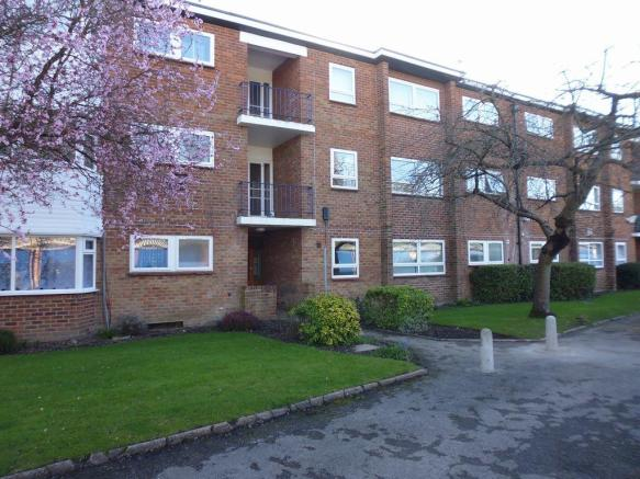 Thumbnail SOLIHULL, LODE LANE: **NEW INSTRUCTION** A Well Presented Ground Floor Unfurnished One Bedroom Flat. This Modern apartment is located within a popular residential area Solihull. The flat offers secure communal entrance, open plan lounge/dining, fitted kitchen, double bedroom and bathroom with sh...