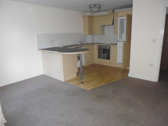 Thumbnail REDDITCH, ASPALL CLOSE:**NEW TO THE MARKET** A Well Presented Unfurnished Modern Ground floor apartment set within a purpose built development. The property offers an open plan lounge/dining/fitted kitchen with built-in hob, oven, extractor fan, washing machine & fridge-freezer. One large bedroom...