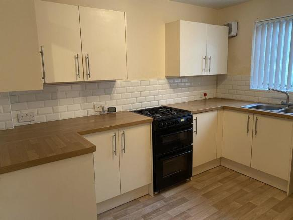 Thumbnail EDGBASTON, HAGLEY ROAD, EDWARD COURT: A Spacious Two Bedroom Flat** This Ground floor property must be viewed, offers a generous hallway with WC off, a large bright lounge/dining, two double bedrooms with built in wardrobes, bathroom with bath/seperate shower & a well planned fitted kitchen. Comm...