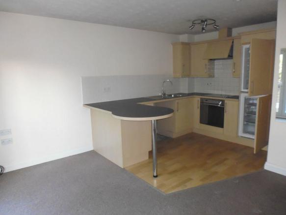 Thumbnail REDDITCH, ASPALL CLOSE: **NEW TO THE MARKET** A Well Presented Unfurnished Modern First floor apartment set within a purpose built development. The Accommodation offers an open plan lounge/dining/fitted kitchen with built-in hob, oven, extractor fan, washing machine & fridge-freezer. One bedroom...