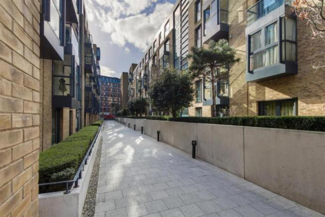 Thumbnail BIRMINGHAM - SOUTHSIDE APARTMENT, ST JOHNS WALK: This well presented One bedroom Furnished apartment is situated on the ground floor within a secured development. Southside offers concierge and is within walking distance to New Street Station and the Cities local attractions/shops. The apartment ...