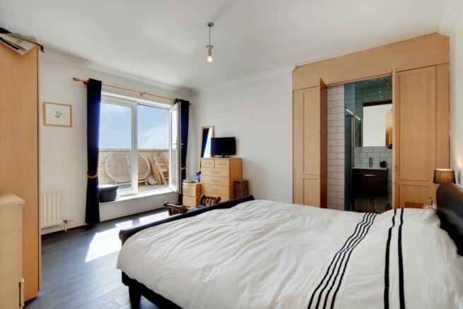 5_Master Bedroom-1