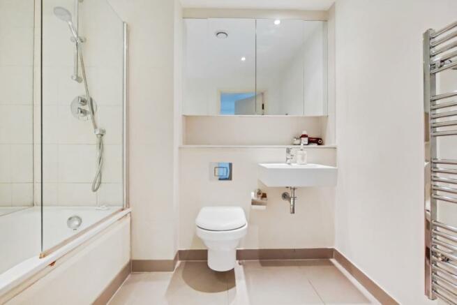 4_Bathroom-1