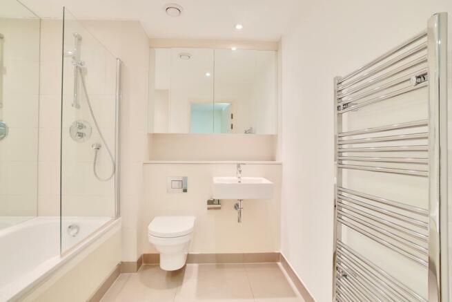 11_Bathroom_1