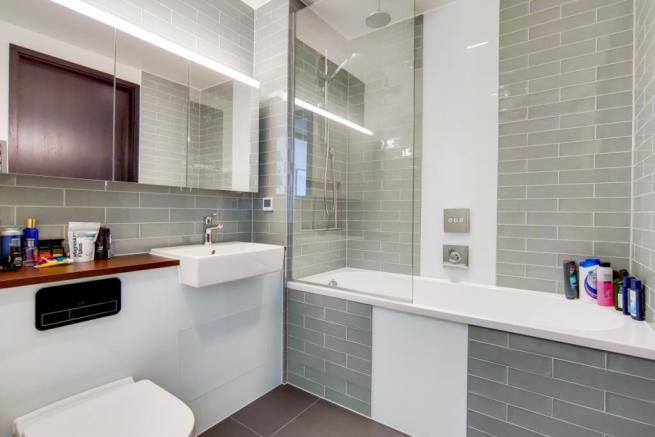 4_Bathroom-0